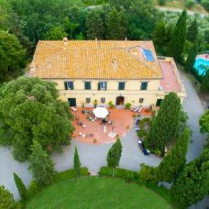 Book Now Fattoria La Palazzina (Radicofani, Italy). Rooms Available for all budgets. Featuring a garden with an outdoor pool and BBQ facilities Fattoria La Palazzina offers rooms in Radicofani. Olive oil is produced on site.With free Wi-Fi throughout each room