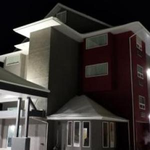 Enmax Centre Hotels - SureStay Plus Hotel by Best Western Lethbridge