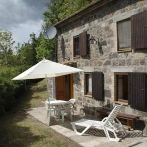 Book Now Holiday Home Piccolo Eden (Radicofani, Italy). Rooms Available for all budgets. Holiday Home Piccolo Eden is 150 metres from the centre of Radicofani a town surrounded by the Tuscan countryside. This property features a garden a terrace and an equipped pa