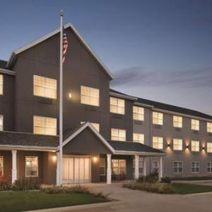 Spicoli's Grill and the Reverb Rock Garden Hotels - Country Inn And Suites By Carlson Cedar Falls