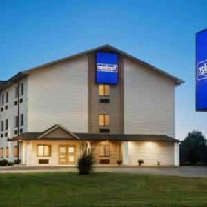 Travelodge by Wyndham Livonia