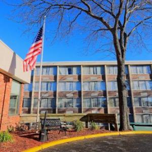 Hotels near Carthage College - Best Western Harborside Inn & Kenosha Conference Center