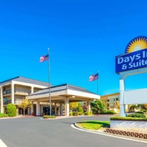 Days Inn & Suites By Wyndham Albuquerque North