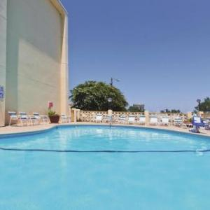 Hotels near Terrace Theater - La Quinta Inn & Suites Charleston Riverview