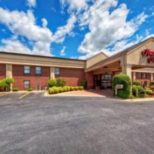 Hotels near Byrd's Adventure Center Ozark - Hampton Inn Clarksville