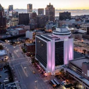 UW Milwaukee Panther Arena Hotels - Hyatt Regency Milwaukee