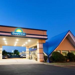 L. Dale Mitchell Baseball Park Hotels - Days Inn Norman
