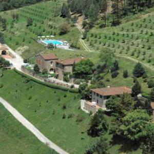 Book Now Fattoria Il Monte (Dicomano, Italy). Rooms Available for all budgets. Fattoria Il Monte is set in Dicomano 27 km from Florence. Prato is 36 km away.The accommodation comes with a TV. There is also a kitchen fitted with a fridge.Bagno di Romagna