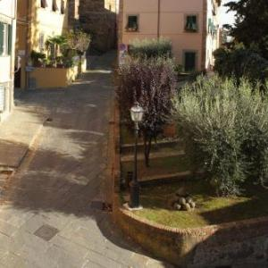 Book Now B&B Arivellini (Vicopisano, Italy). Rooms Available for all budgets. Set in a 17th-century building in Vicopisano B&B Arivellini offers free Wi-Fi and classic-style rooms. A sweet breakfast is offered at a nearby café.Rooms at the B&am