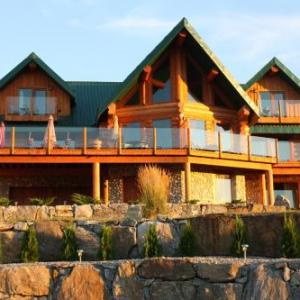 Hotels near Summerhill Pyramid Winery - A Okanagan Lakeview Inn