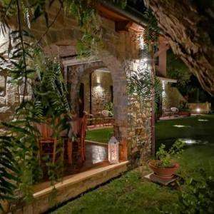 Book Now Terredimezzo Country House (Pollica, Italy). Rooms Available for all budgets. Featuring a quiet countryside location 3 km from Pollica Terredimezzo Country House offers a restaurant and country-style en suite rooms.Rooms have far-reaching views of the M