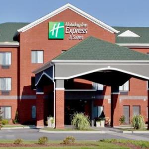Suffolk Center for Cultural Arts Hotels - Holiday Inn Express Hotel & Suites Suffolk