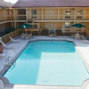 Days Inn & Suites by Wyndham Huntsville Spacecenter