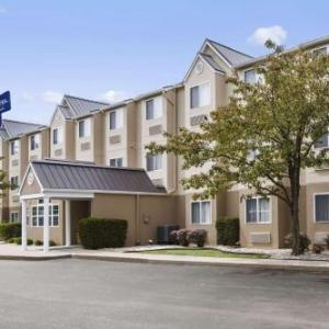 Valhalla Golf Club Hotels - Microtel Inn By Wyndham Louisville East