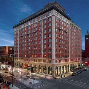 Hotels near Hinkle Fieldhouse - Omni Severin Hotel