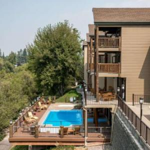 The Pine Lodge on Whitefish River Ascend Hotel Collection