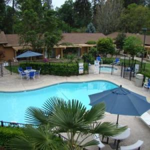 Hotels near Paradise Performing Arts Center - Ponderosa Gardens Motel