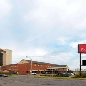 Ramada Hotel & Convention Center By Wyndham Topeka Downtown
