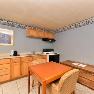 Country Hearth Inn And Suites Gainesville