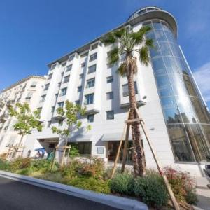 Goldstar Apartments & Suites