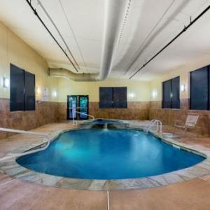 Hotels near Monmouth Park - La Quinta Inn & Suites By Wyndham West Long Branch