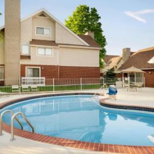 Robert J Collins Arena Hotels - Hawthorn Tinton Falls