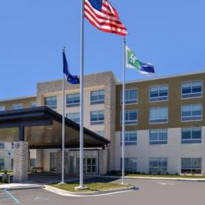 Hotels near Adat Shalom Synagogue - Holiday Inn Express & Suites FARMINGTON HILLS - DETROIT