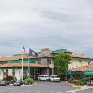Bi-Mart Amphitheater Hotels - Rogue Regency Inn & Suites