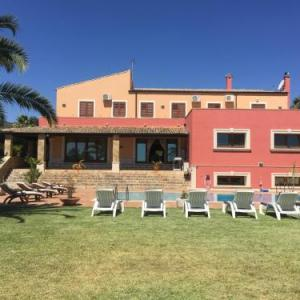 Book Now Villa Maremonti (Canicattini Bagni, Italy). Rooms Available for all budgets. Located in a peaceful area in Canicattini Bagni Villa Maremonti offers an outdoor pool. This self-catering accommodation features free Wi-Fi throughout.The villa will provide