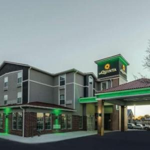 Hotels near National Golf Club of Kansas City - La Quinta Inn & Suites Kansas City Airport