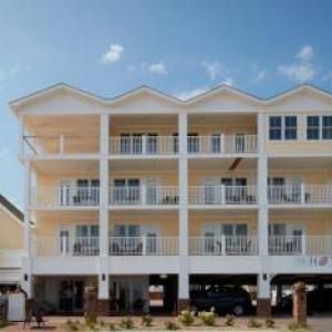 Paddy's on Misquamicut Beach Hotels - The Hotel Maria