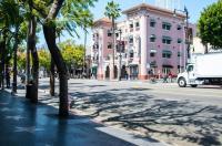 Ginosi Hudson Apartel Image