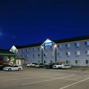 Hotels near Eagle Raceway - New Victorian Suites