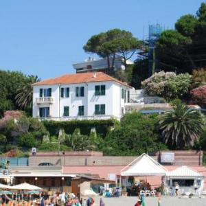 Book Now Villa Lina Apartment (Albisola Superiore, Italy). Rooms Available for all budgets. Overlooking the Ligurian Sea Villa Lina Apartment offers self-catering accommodation with direct access to Albisola Marina's beaches. It is between Savona and Varazze a 10-min