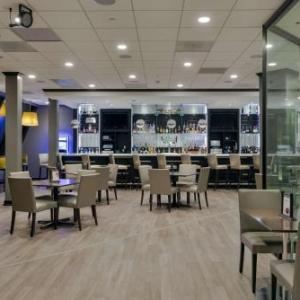 Hotels near Fargo Civic Center - Radisson Hotel Fargo
