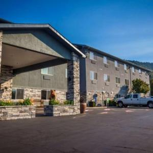 Hotels near Rogue Theatre Grants Pass - La Quinta Inn & Suites Grants Pass