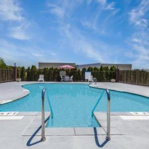 Hotels near Swonder Ice Arena - Howard Johnson Evansville
