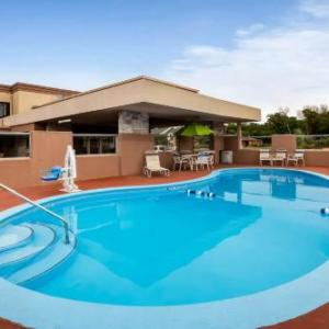 Clinton State Park Hotels - Super 8 by Wyndham Lawrence