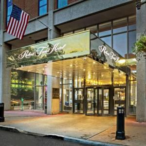 Richard J. Codey Arena Hotels - Best Western Plus Robert Treat