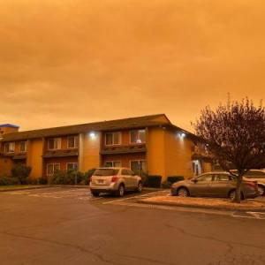 Hotels near Champoeg State Park - Travelodge Suites By Wyndham Newberg