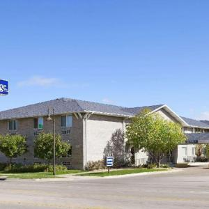Hotels near Fonner Park - Travelodge By Wyndham Grand Island