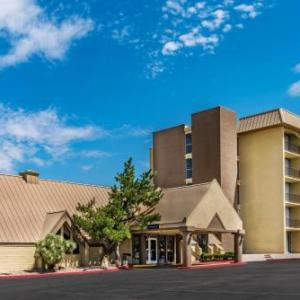 Isleta Amphitheater Hotels - Howard Johnson Albuquerque Midtown
