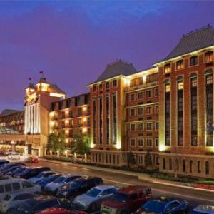 Hotels near Iroquois Amphitheater - Crowne Plaza Louisville Airport Kentucky Expo Center