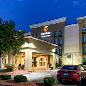 Rentschler Field Hotels - Comfort Inn and Suites East Hartford