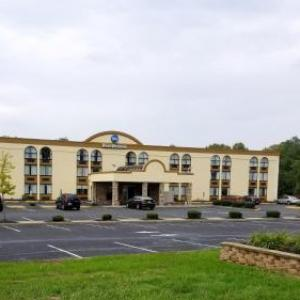 Hotels near PNC Bank Arts Center - Best Western Hazlet Inn