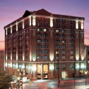 Nearby Hotel near American Airlines Center