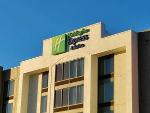 Holiday Inn Express & Suites Dfw Airport South