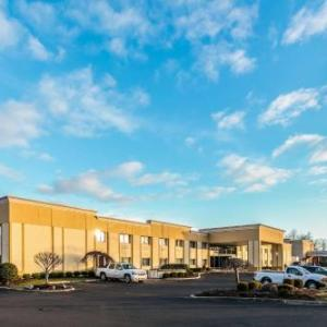 Patchogue Theatre Hotels - Comfort Inn Medford