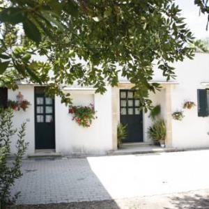 Book Now La Casetta di Chiusura Grande (Ruffano, Italy). Rooms Available for all budgets. La Casetta di Chiusura Grande is a twin/double is located in Ruffano and is 41 km from Lecce. It provides free private parking.The kitchenette comes with an oven and a microwa