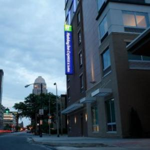 KFC Yum Center Hotels - Holiday Inn Express & Suites Downtown Louisville
